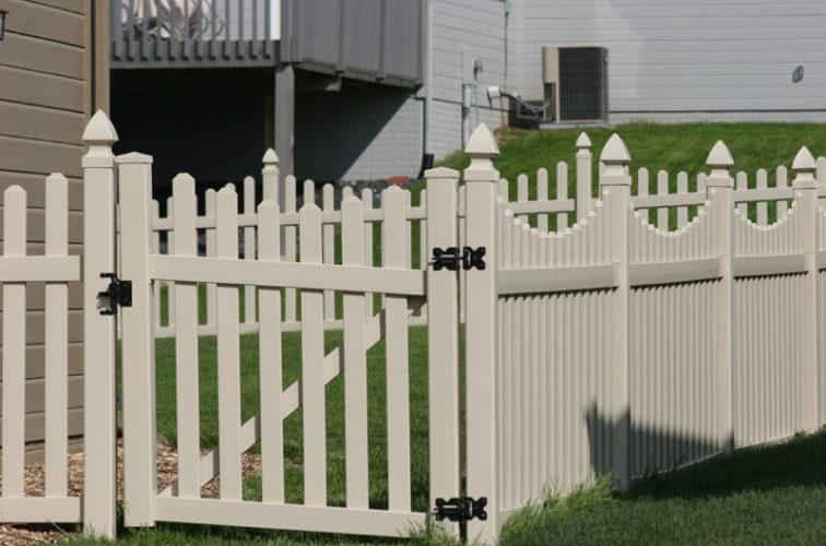 AFC Cedar Rapids - Vinyl Fencing, 4' Picket Unscallop Tan 553