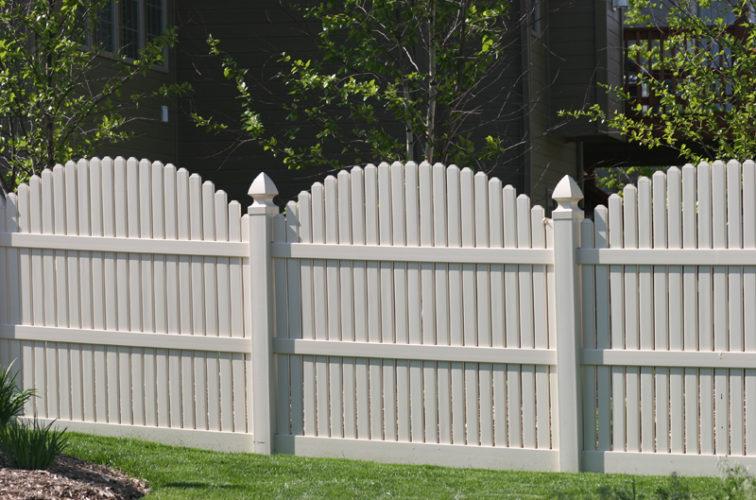 AFC Cedar Rapids - Vinyl Fencing, 556 6' overscallop picket white