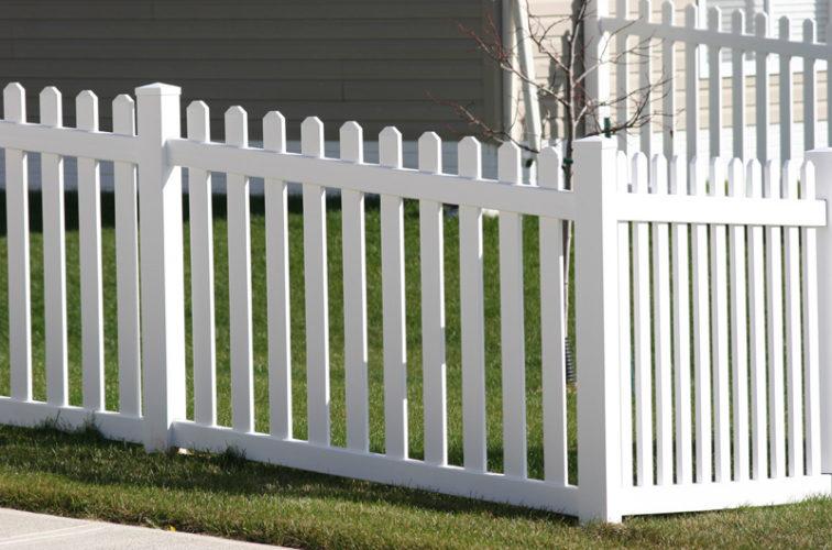 AFC Cedar Rapids - Vinyl Fencing, 558 Vinyl 4' picket