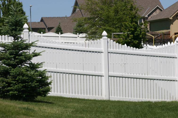 AFC Cedar Rapids - Vinyl Fencing, 563 6' Underscallop