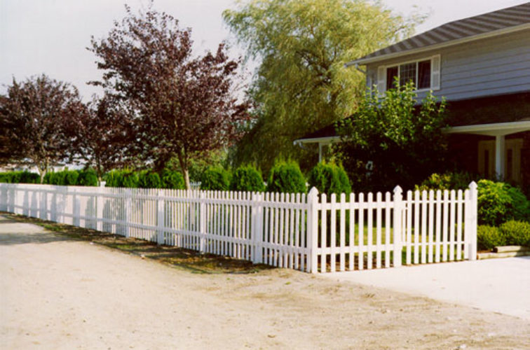 AFC Cedar Rapids - Vinyl Fencing, Straight Picket 1 568