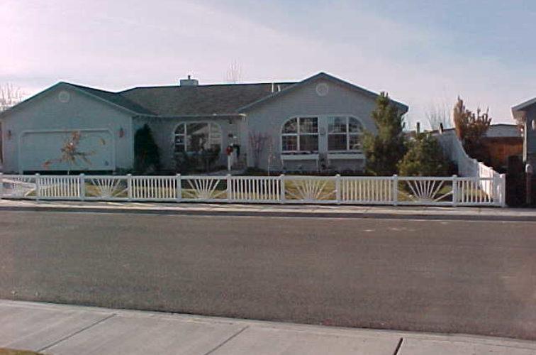 AFC Cedar Rapids - Vinyl Fencing, Sunburst closed picket 575